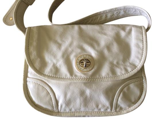 Preload https://img-static.tradesy.com/item/2157639/marc-by-marc-jacobs-turnlock-ivory-patent-leather-cross-body-bag-0-0-540-540.jpg