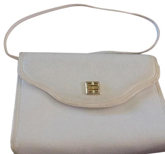 Preload https://item1.tradesy.com/images/givenchy-paris-white-leather-messenger-bag-21576940-0-1.jpg?width=440&height=440