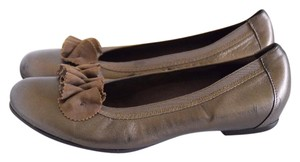 Munro American light gold Flats