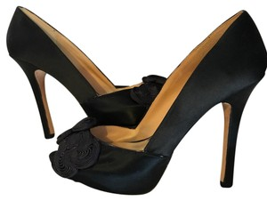 Badgley Mischka Satin Detail Classic black Platforms