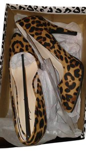 Anne Michelle Leopard Pumps