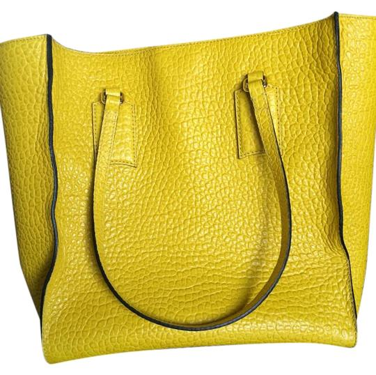 Burberry Tote in Bright Straw (Yellow)