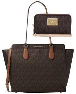 9865c294af37 Michael Kors Signature Tote on Sale - Up to 70% off at Tradesy