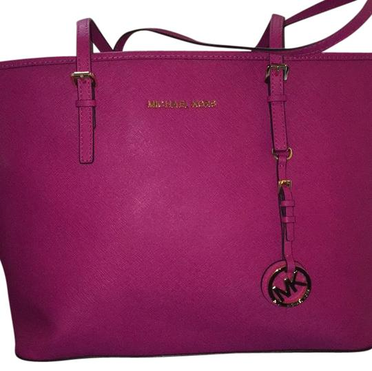 Preload https://img-static.tradesy.com/item/21588463/michael-kors-raspberry-leather-tote-0-1-540-540.jpg