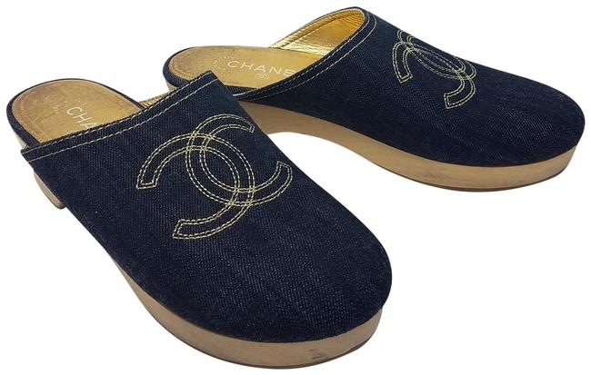 Chanel Blue Gold Denim Interlocking Cc Mules/Slides Size EU 40 (Approx. US 10) Regular (M, B) Chanel Blue Gold Denim Interlocking Cc Mules/Slides Size EU 40 (Approx. US 10) Regular (M, B) Image 1
