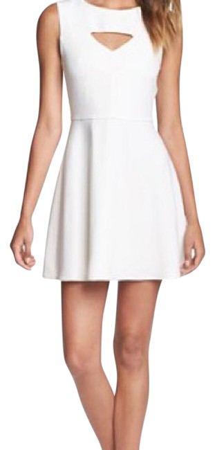 Preload https://img-static.tradesy.com/item/21591380/french-connection-white-feather-short-casual-dress-size-0-xs-0-3-650-650.jpg