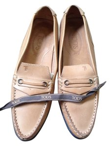 Tod's Loafer Shoe Comfortable tan Flats