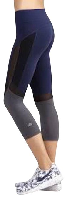 Item - Navy Curvature Capri Performance Leggings Activewear Bottoms Size 12 (L, 32, 33)