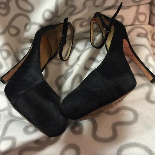 L.A.M.B. Like New Pounce Pony Hair Ankle Strap 10 Pumps Image 4