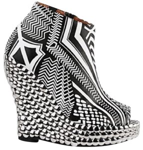 Jeffrey Campbell White and black tribal pattern Wedges