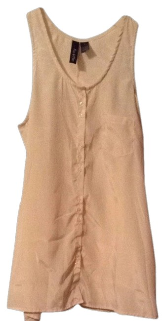 Preload https://item2.tradesy.com/images/blouse-size-6-s-2160021-0-0.jpg?width=400&height=650