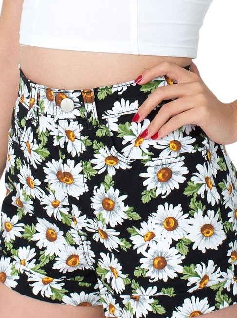 Preload https://img-static.tradesy.com/item/21601531/american-apparel-black-daisy-high-waisted-shorts-size-6-s-28-0-1-650-650.jpg