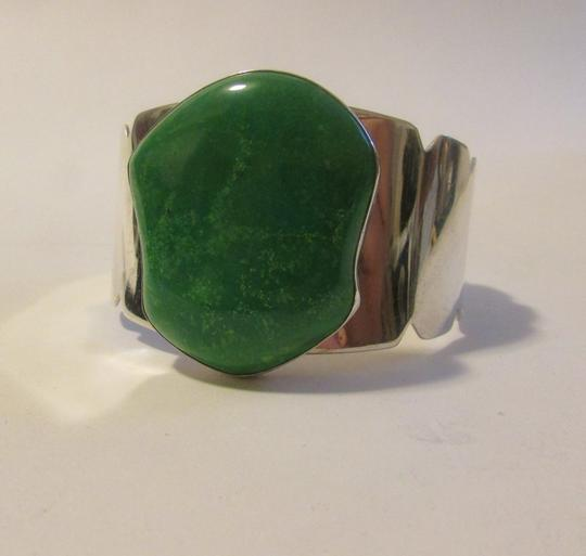 "Mine Finds by Jay King Mine Finds By Jay King .925/Signed DTR Sterling Silver Apple Green Chrysoprase Gemstone Cuff Bracelet fits 6 /34"" to 7"" wrist"
