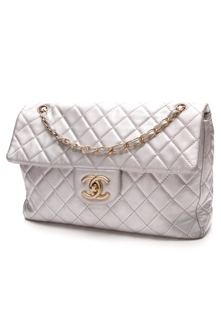 Item - Classic Flap Quilted Soft Maxi Single Silver Lambskin Leather Shoulder Bag