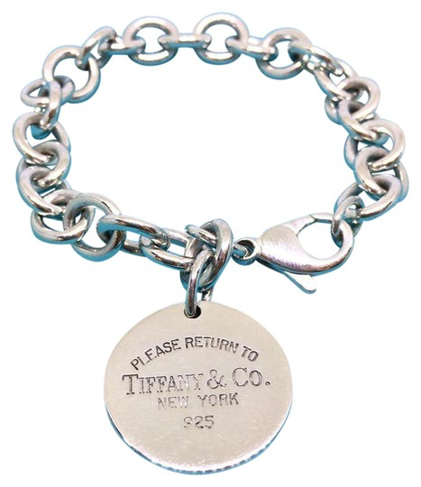 Preload https://img-static.tradesy.com/item/21607736/tiffany-and-co-sterling-silver-return-to-circle-tag-75-bracelet-0-1-540-540.jpg