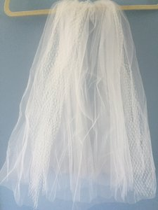 Bel Aire Bridal Ivory Short Russian Tulle & Classic Tulle Unique Shoulder Length Bridal Veil