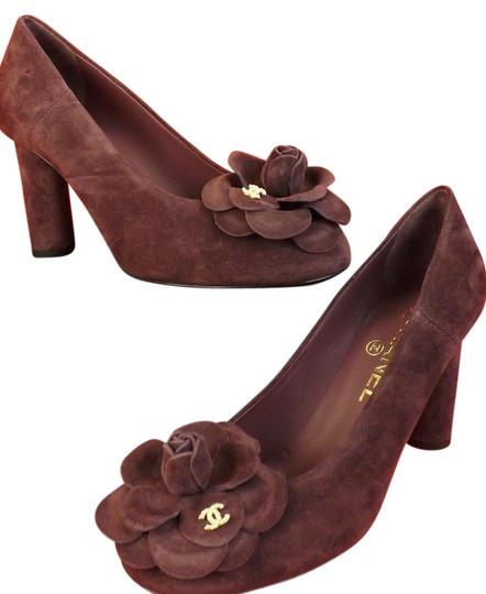 Preload https://img-static.tradesy.com/item/21608538/chanel-burgundy-suede-camellia-flowers-pearl-cc-logo-pumps-size-eu-395-approx-us-95-regular-m-b-0-1-540-540.jpg