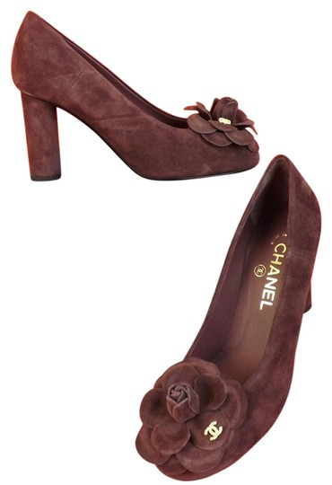 Preload https://img-static.tradesy.com/item/21608555/chanel-burgundy-suede-camellia-flowers-pearl-cc-logo-pumps-size-eu-405-approx-us-105-regular-m-b-0-1-540-540.jpg