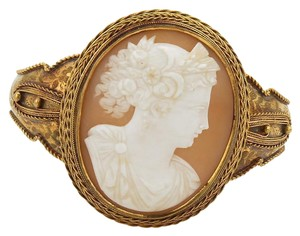 None Vintage 18k Yellow Gold Large Oval Woman Shell Cameo Floral Bracelet