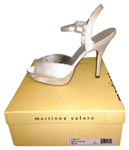 Martinez Valero White Pumps