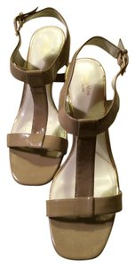 Vera Wang Chunky Heels Strapped Buckled Patent Leather Summer Taupe Beige Sandals