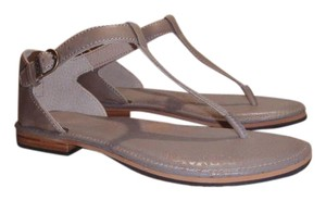 Bogs Leather Size 6 Thong Taupe Sandals