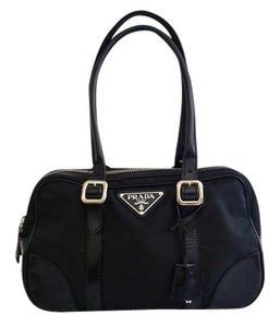 b656746c3d26b6 Prada Bags on Sale - Up to 70% off at Tradesy