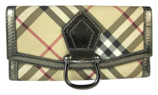 Preload https://item3.tradesy.com/images/burberry-beige-silver-leather-and-nova-check-long-folding-g-wallet-21629872-0-1.jpg?width=440&height=440