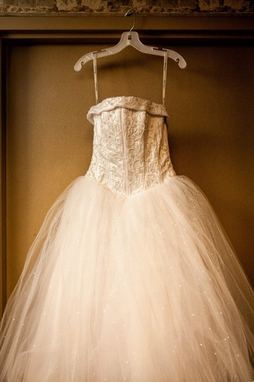 David's Bridal White Strapless Tulle Ball Gown with Corseted S Formal Wedding Dress Size 4 (S)