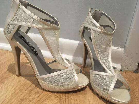 Vera Wang Ivory Vw371614 Sandals Size US 8 Regular (M, B)