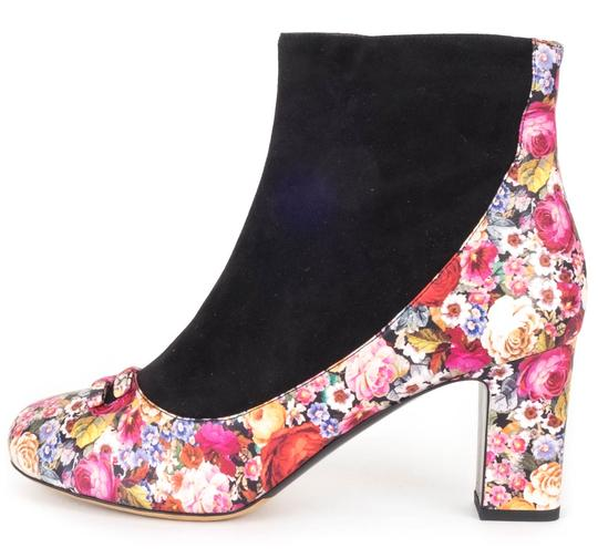 Preload https://item3.tradesy.com/images/tabitha-simmons-floral-black-suede-bootsbooties-size-us-11-regular-m-b-21631457-0-0.jpg?width=440&height=440