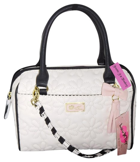 Preload https://img-static.tradesy.com/item/21639534/betsey-johnson-luv-betseyfront-pocket-bone-faux-leather-cross-body-bag-0-1-540-540.jpg
