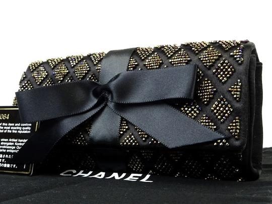 Preload https://img-static.tradesy.com/item/21640639/chanel-black-clutch-quilted-ribbon-flap-220165-wallet-0-0-540-540.jpg