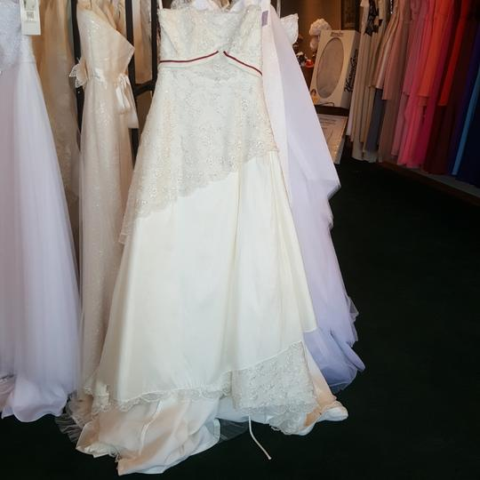 Preload https://img-static.tradesy.com/item/21640725/alfred-angelo-diamond-white-taffeta-1150-vintage-wedding-dress-size-10-m-0-0-540-540.jpg