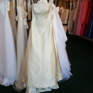 Private Label by G Light Gold Satin 1227 Traditional Wedding Dress Size 10 (M)