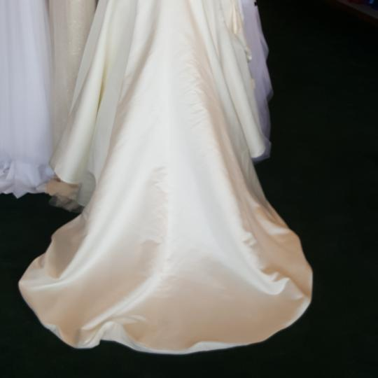 Private Label by G Ivory Satin 1249 Traditional Wedding Dress Size 6 (S) Image 3