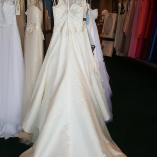 Private Label by G Ivory Satin 1249 Traditional Wedding Dress Size 6 (S) Image 4
