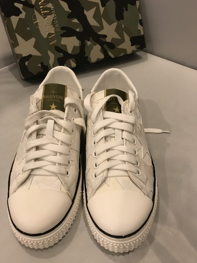 Valentino Studded Rockstud Sneaker Star Low Top White Athletic Image 6