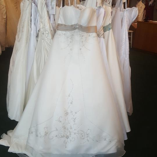 Alfred Angelo Ivory/Cafe 2086 Traditional Wedding Dress Size 14 (L) Image 2