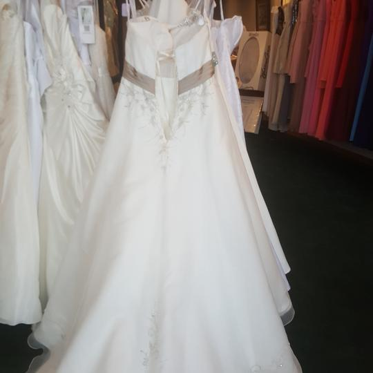 Alfred Angelo Ivory/Cafe 2086 Traditional Wedding Dress Size 14 (L) Image 7
