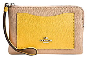 Coach COACH CORNER ZIP WRISTLET IN COLORBLOCK LEATHER F86924