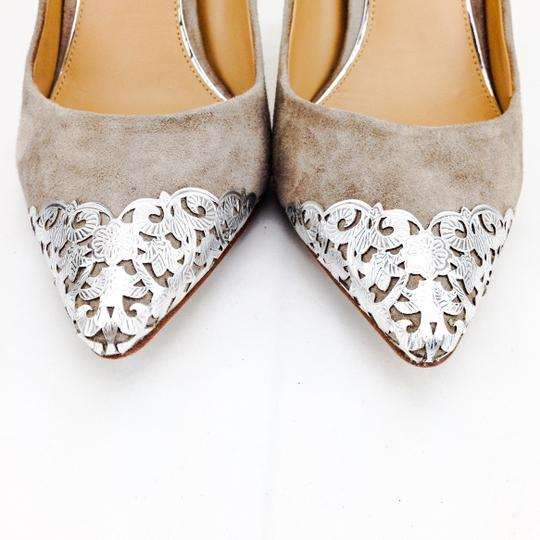Badgley Mischka Suede Foil Silver Pointy Toe Stiletto Taupe Pumps Image 4