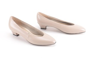 Auditions Leather Basic Classic Tan / Nude Kitten Heel Pumps