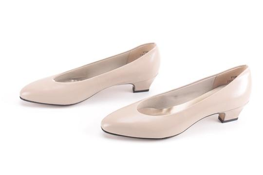 Auditions Leather Basic Classic Tan / Nude Kitten Heel Pumps Image 1