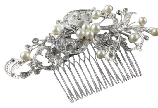 Preload https://img-static.tradesy.com/item/21646066/crystal-and-pearl-new-flower-bridal-comb-hair-accessory-0-6-540-540.jpg