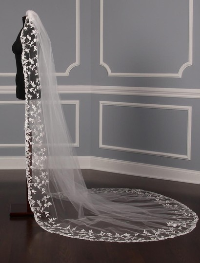 St. Pucchi Diamond White and Silver Long M9341 Bridal Veil Image 2
