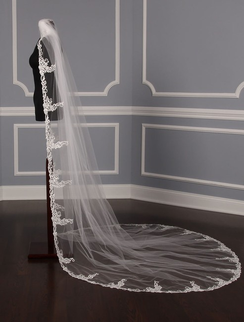 St. Pucchi Diamond White and Silver Long M9339 Chapel Length Bridal Veil St. Pucchi Diamond White and Silver Long M9339 Chapel Length Bridal Veil Image 3