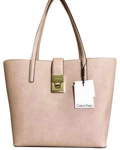 af919e0667b Calvin Klein Bags - Up to 90% off at Tradesy