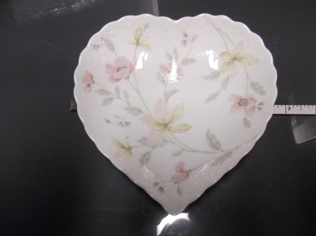 Item - Pink Yellow Lavendar White Heart Shaped Flower For Jewelry Fine China