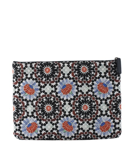 Preload https://img-static.tradesy.com/item/21662140/chanel-clutch-o-floral-128972-multi-color-fabric-clutch-0-0-540-540.jpg